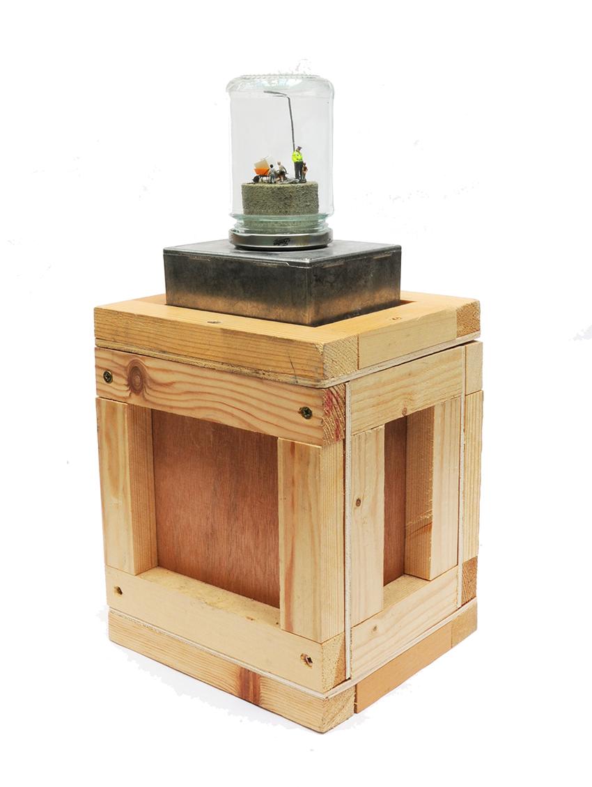 Jimmy Cauty Washing Machine on box stand2-72dpi